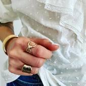 [ AUTOMNE ]🍂🍁qu'on commence avec ZOÉ, ALIX et SHIVA (que je porte ici en double) ✨ Bonne journée à toutes!  #collection #latelierdubijoutier #latelier_du_bijoutier #bijoux #jewels #mode #fashion #fashiongram #style #love #beautiful #instagood #instaphoto #instapic #instafashion #suiveznous #followus  L'Atelier du Bijoutier c'est aussi: Fabrication, création, transformation, réparation de bijoux et de montres; vente de bijoux en or 18 carats, plaqué or, argent 925ème et acier. Perçage d'oreilles (tous âges).