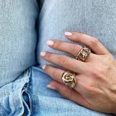 [ BLUE JEAN ] et JACKIE et JADE et voilà c'est tout ce que j'aime 💙  #collection #latelierdubijoutier #latelier_du_bijoutier #bijoux #jewels #mode #fashion #fashiongram #style #love #beautiful #instagood #instaphoto #instapic #instafashion #suiveznous #followus  L'Atelier du Bijoutier c'est aussi: Fabrication, création, transformation, réparation de bijoux et de montres; vente de bijoux en or 18 carats, plaqué or, argent 925ème et acier. Perçage d'oreilles (tous âges).