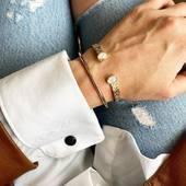 •LOU• Encore une nouveauté de notre collection d'automne 🍁 Jonc travaillé avec 2 pierres de Lune [pierre dite d'Aphrodite 🥰] qu'on a marié ici avec le Jonc FRAN, tout lisse, tout simple... mais terriblement efficace! Ces 2 bracelets sont disponibles sur le Shop 🌸 #newcollection #nouvellecollection #automne #autumn #bracelet #jonc #plaqueor #pierre #lune #moon #stone #aphrodite