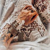 [ BEAUTÉ ] Quand nos clientes nous partagent d'aussi jolies photos, je suis obligée de partager! Merci @ethnik_gaia_spirit ❤️ Vous reconnaîtrez notre belle OANELL (swipez) qui sera bientôt rejointe par JACKIE 😉  #collection #latelierdubijoutier #latelier_du_bijoutier #bijoux #jewels #mode #fashion #fashiongram #style #love #beautiful #instagood #instaphoto #instapic #instafashion #suiveznous #followus  L'Atelier du Bijoutier c'est aussi: Fabrication, création, transformation, réparation de bijoux et de montres; vente de bijoux en or 18 carats, plaqué or, argent 925ème et acier. Perçage d'oreilles (tous âges).