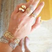 DORÉ ou ARGENT? // ou les deux! Avant je n'aimais que l'argent, puis un matin je n'aimais plus que le doré puis maintenant je commence à aimer le mélange des deux... oui oui femme varie! Et vous? . . . . . . . . . #silver #gold #argent #doré